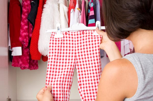 cleaning-out-kids-clothes-for-resale